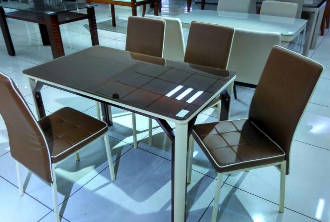 Dining table (special limited discount)</br>Flat 60%(kitchen discount)+5% extra discount on laminate kitchen for this Dining table set.